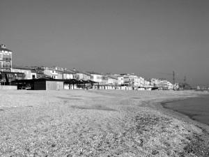 Case dì Castennou viste dal mare (foto Gian Franco Fazzì)