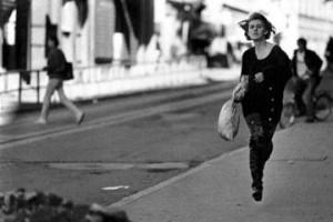 1993 . Il terrore sotto le bombe in una via di Sarajevo (foto Mario Boccia)