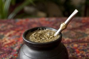 La yerba-mate nella bombilla (foto teahippie.com)