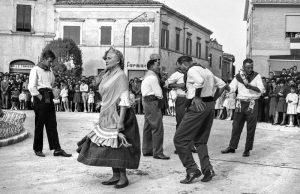 """Potenza Picena, Sagra dei Piselli, 1959 - 1964, foto Bruno Grandinetti - gentile concessione Fototeca Comunale """"B. Grandinetti"""""""