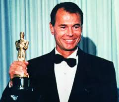 Scarfiotti con la celebre statuetta dell'Oscar (foto Wikipedia)