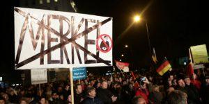 Una manifestazione organizzata a Erfurt, Germania, dal partito di estrema destra Alternativa per la Germania, il 24 febbraio 2016 (Michael Kappeler/picture-alliance/dpa/AP Images)