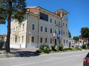 1-La Casa del Fascio, oggi municipio - foto G.F.Fazzì