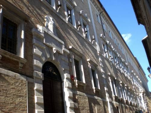 1-Osimo, palazzo Campana - foto sito commons.wikimedia.org