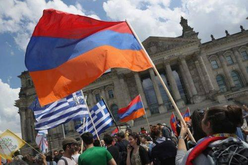 Festeggiamenti per riconoscimento del genocidio armeno da parte del Bundestag tedesco, Berlino (Photo credit Getty Images)