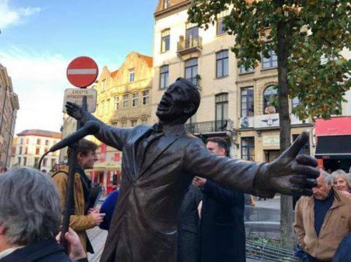 Statua di Brel in Place de la Vieille Halle, Bruxelles - foto sito Brussels
