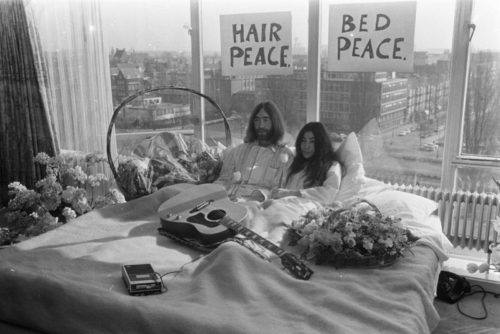 1-John-Lennon_1_Yoko-Ono_Beatles_fotografia-documental_cultura-pop_paz_sociedad_Govert-De-Roos