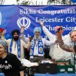 Dei tifosi sikh del Leicester prima della partita con l'Everton. (ADRIAN DENNIS/AFP/Getty Images)
